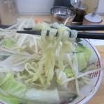 タンメンしゃきしゃき - タンメン 麺リフト