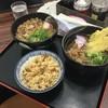 王司パーキングエリア(上り線)スナックコーナー - 料理写真:ドカ肉うどん(左上)、肉ごぼうそば(右上)、自家製かしわご飯(手前)