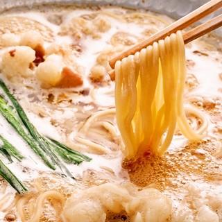 北海道産の新鮮なもつ肉を使用したふうりの定番、博多もつ鍋。