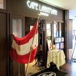 カフェラントマン - エントランスに国旗