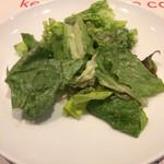 66468917 - 葉物のサラダ、ドレッシングが美味しい