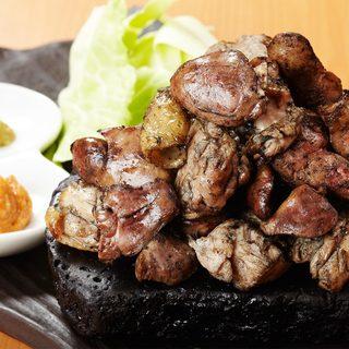 炭で炙った料理の数々・・新宿で炭炙り・串焼といえば当店!!