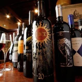 季節や料理に合わせて豊富に揃えるワイン!グラス¥750~