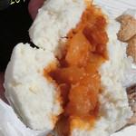 源豊行 - 鶴見川ポタで中華街へ=3=3=3 大肉まん(350円)とエビチリまん(350円)、フカヒレ入りの肉まん(350円)、中華ちまき(350円)☆彡 エビチリまんは割とちゃんと辛くて美味しい!