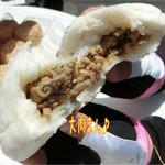 源豊行 - 鶴見川ポタで中華街へ=3=3=3 お昼は大肉まん(350円)とエビチリまん(350円)、フカヒレ入りの肉まん(350円)、中華ちまき(350円)☆彡 大肉まんは名前の通りデッカ〜!中身もジューシィ♪