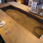 カフェ メルシー キャンプ! - 囲炉裏のテーブル