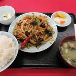 中福楼 - B定食 800円
