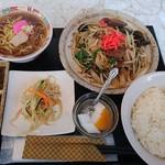 ぎょうざ横丁秀公 - 料理写真:レバニラ定食 700円