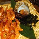 Iroriryouritonihonshusurofudohakobune - サザエのつぼ焼き、甘海老の一夜干し(自分で焼く)