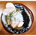 麺屋あした - 「塩ラーメン+鶏チャーシュー2枚」(2017.05)
