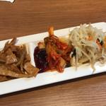 韓国料理Bibim - 石焼ビビンパに付く 食べ放題の3品
