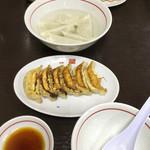 66483218 - 焼餃子と水餃子