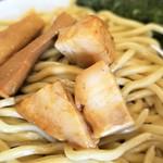 自家製麺ばくばく - つけ汁の中の刻みチャーシュー