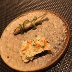 66484471 - アミューズ。稚鮎のフリットと桜エビとチーズの煎餅カナッペ仕立。