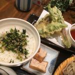 ぼっち - セットの野菜天ぷらと野沢菜ちりめんご飯