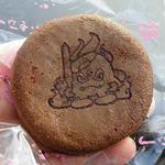 菓子処たかはし - 黒糖カステラ×大納言粒あんの『山焼』。炎を背負った大室山の焼印