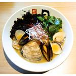 日の出製麺 保内工場 - 「三種の貝を使った極上塩ラーメン」(2017.04)