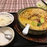 天然居 - 骨付きラム肉麺定食