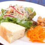 ESCRIBA - リゾットセット 1000円 のサラダ、パン