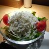どまん中 - 料理写真:シラスサラダ(ハーフ)(530円)
