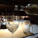 どまん中 - 白ワイン(グラス)(700円)