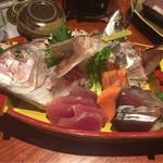 土風炉 - 旬鮮魚の大漁盛り