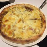 MAGIC - カレーピザ (カレー.玉ねぎ.マッシュルーム.ベーコン.トマト)
