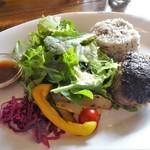 66499402 - 黒毛和牛100%自家製ハンバーグと彩り野菜サラダプレート