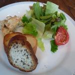 665213 - サラダ、パン、タパス