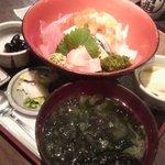 北前船 - 海鮮丼880円