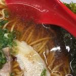 ラーメン たんろん - 中華そば(700円)スープ