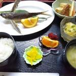 お食事処 みち草 - 飛魚の姿揚げ定食 1,100円