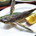 お食事処 みち草 - 飛魚の姿揚げ定食 1,100円 アップ