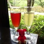 66508468 - 前菜酒(クランベリージュースとスパークリングワイン)