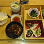 うおがし - 料理写真:おまかせ弁当(1080円)
