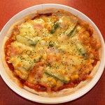 う・ふ・ふ - 料理写真:テイクアウトもできる。オリジナルpizza、とても美味しい!¥600です。