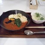 定食・パスタ かたぎりさん - タカ海老エキスのトマトカレー 720円
