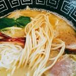 中村麺三郎商店 - ザラ付きまではない低加水の自家製細麺。