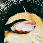 中村麺三郎商店 - 燻したという鴨チャーシューは歯応え良く、燻香が食欲をそそる。