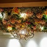 キャラウム カフェ - ゴージャス天井(キャラウムカフェ東池袋)