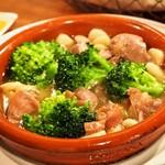 スペインバル sidra - 砂ずりとブロッコリーのアヒージョ