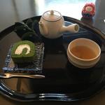 66524045 - 棒茶、抹茶ロールケーキ(1080円)