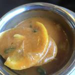 ガネーシャ - レモンシーフード。レモンベースは珍しいですね。スライスレモン入りです。