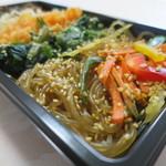 韓美膳デリ - チャプチェ、ほうれん草のナムル、大根のナムルアップ