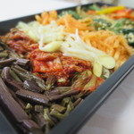 韓美膳デリ - ゼンマイのナムル、白菜キムチ、豆もやしのナムルアップ