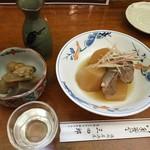 三四郎 - お通しと大根あら煮と浅間山です