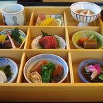 レストラン 瀬音 - 料理写真:松花堂弁当(1800円)>'11.02