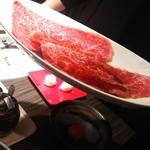 66530262 - GW限定、食べログ見ましたでサービスの夜空のムコウ見るからにいいお肉です!