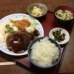 松の家 - ハンバーグ&海老フライ定食(税込1130円)