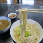 あかり亭 - つるつるの麺です。